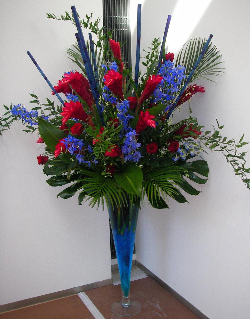 Free standing vase