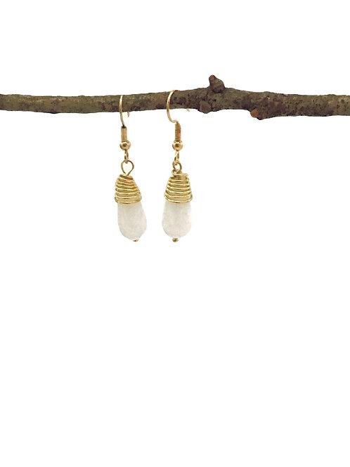 Manik-manik wrapped oorbellen wit/goud