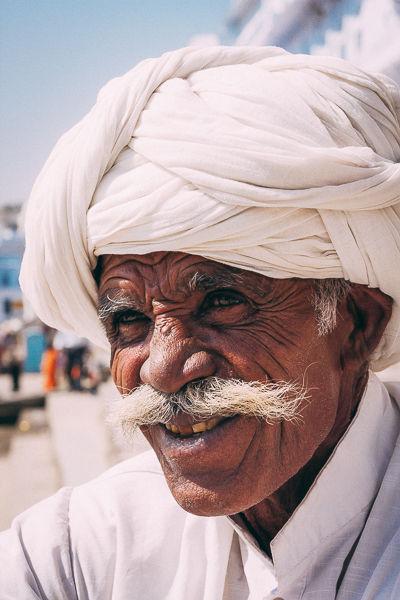 Alter Mann in Inden mit Turban
