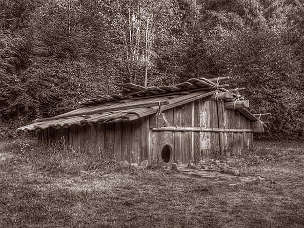 karuk plank house2.jpg