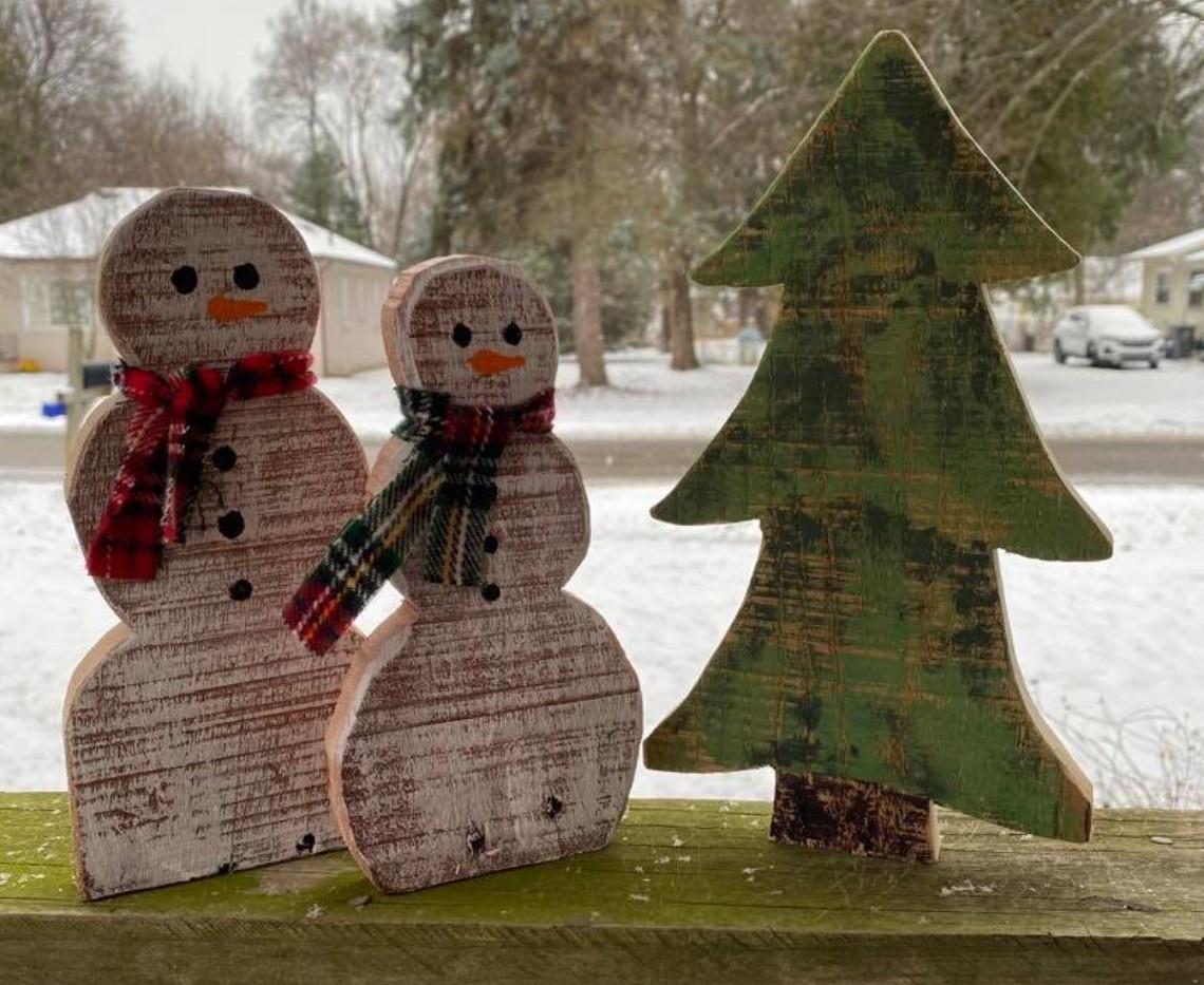 Small Snowmen with Tree