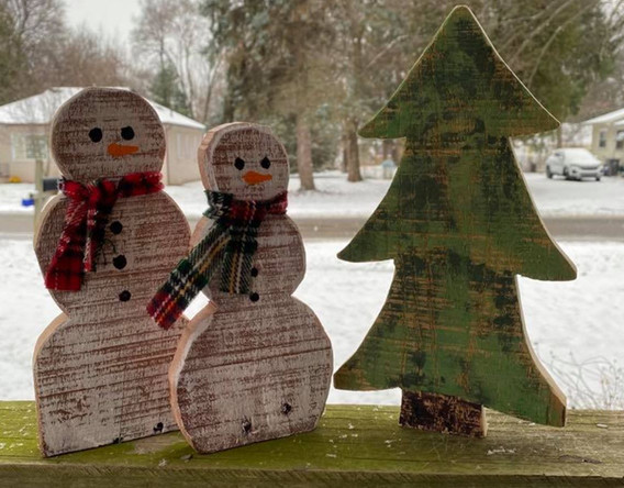 Small Snowmen with Tree