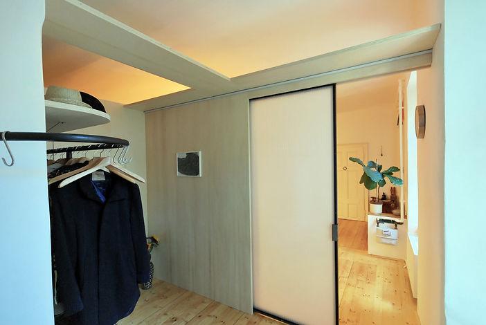 Inneneinrichtung Altbauwohnung Raumteiler Garerobe