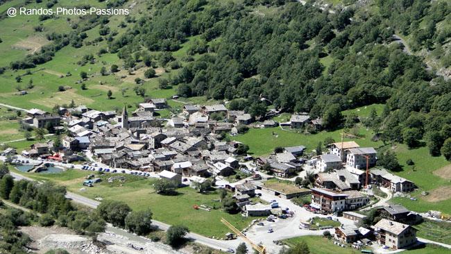 DSC06772 Du depart de la tralenta vieux village de Bonneval