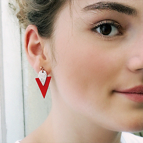 Clous d'oreille en cuir TRIANGLE Rouge