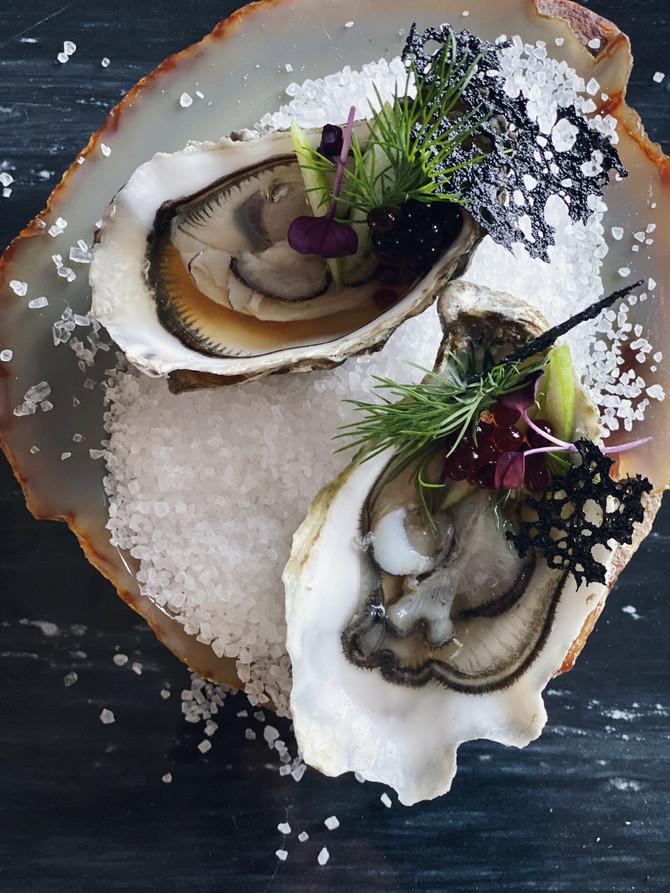Oesters van Marennes-Oléron     met mayonaise van algen en avocado