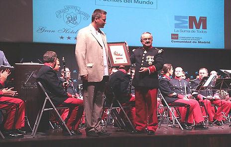 Yuri Chugúyev entrega el Premio Pax Urbis a la Orquesta Sinfónica del Ministerio de Defensa Ruso
