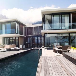 منزل مع حمام سباحة