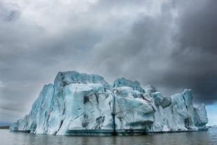 Iceberg in Fjallsárlón Lagoon