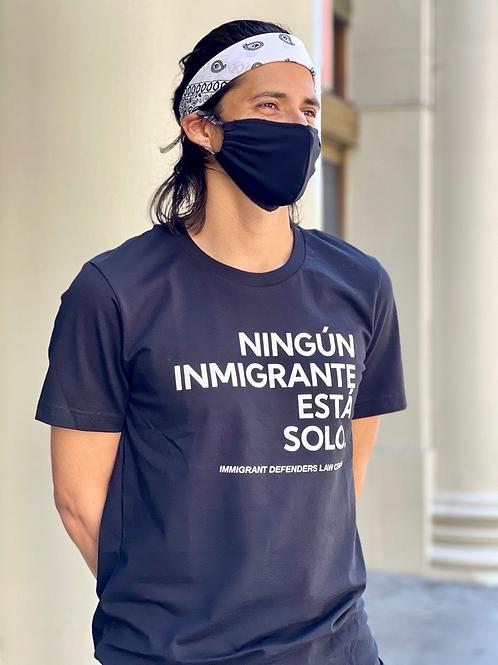 'Ningun inmigrante está solo' camiseta