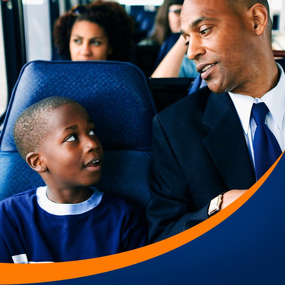 Crianças no ônibus? Nunca as deixe sozinhas nos bancos