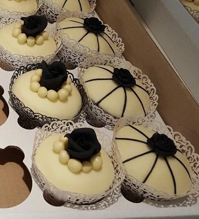 Black & Ivory Vintage Cupcakes