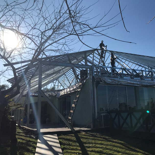 Construção de telhado em steel frame e shingle