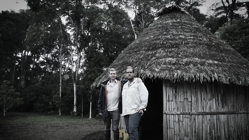 Mike et Cameron jouant les explorateurs, forêt amazonienne à Macas, Équateur