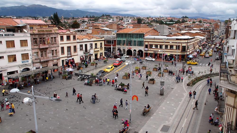 Vue de la Plaza Civica de l'hostel ''El Cafecito Cuenca''