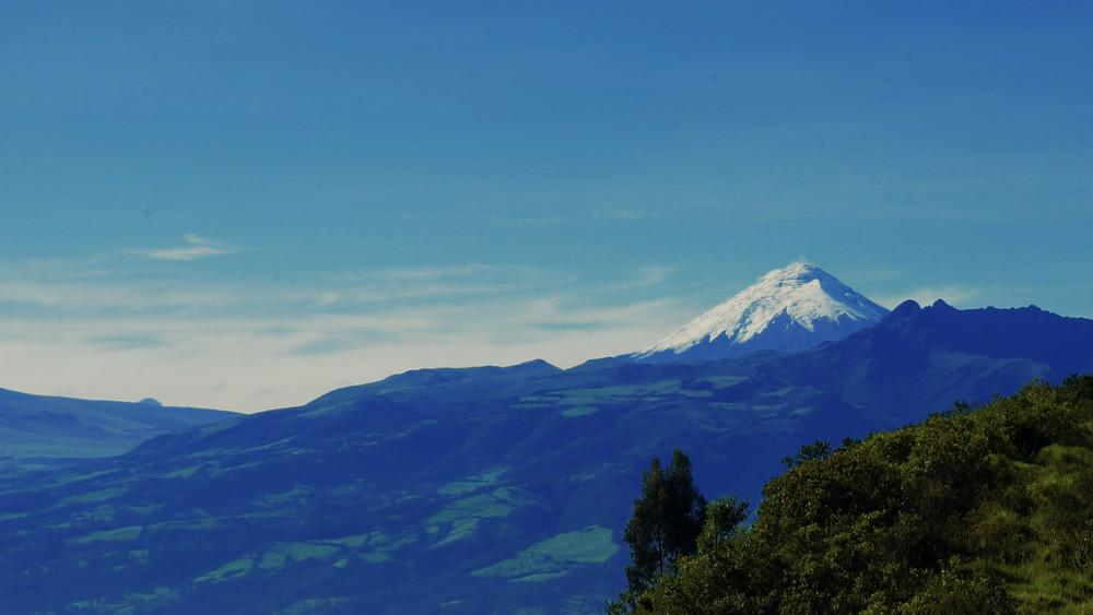 Volcan Cotopaxi vu du bord de l'autoroute près de Quito