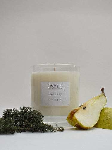 Rosewood-&-moss-Candle-with-pear-1x1.jpg