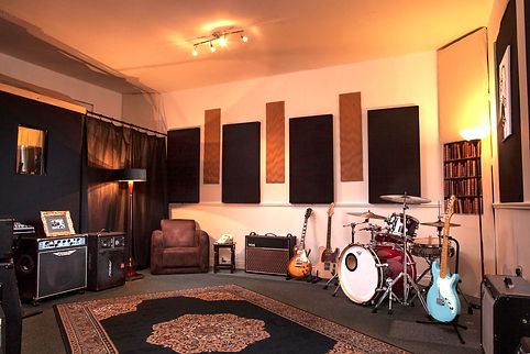 studio4, recording studio dublin, rehearsal room, drum kit, guitar, amplifier, FOH engineer