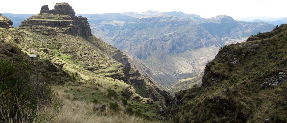 Sacred Valley - Waqrapukara Peru