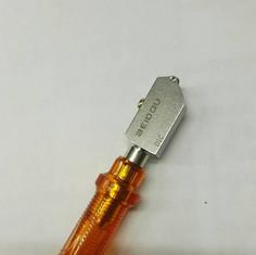 nóż do cięcia szkła BEIDOU plastik.jpg