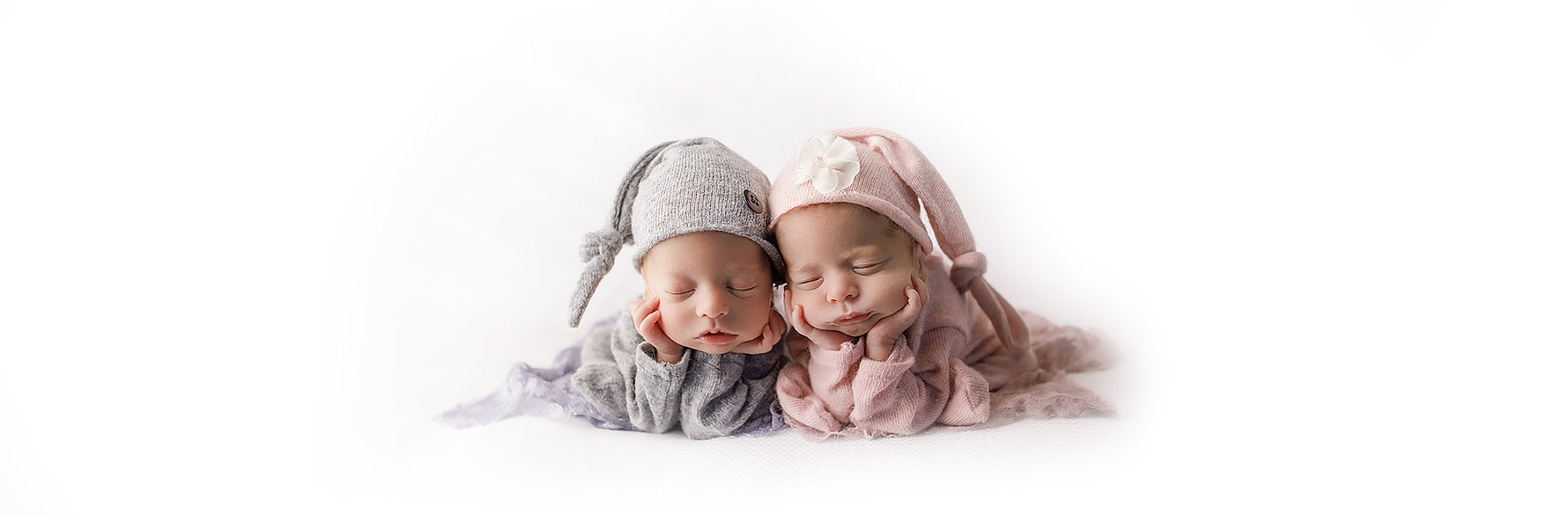 Newborn twin phoography