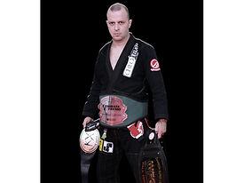El Zorro Marroquín tres veces campeón de MMA