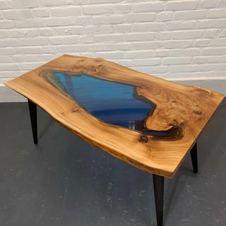 "Bijzondere epoxy ""lake"" tafel"