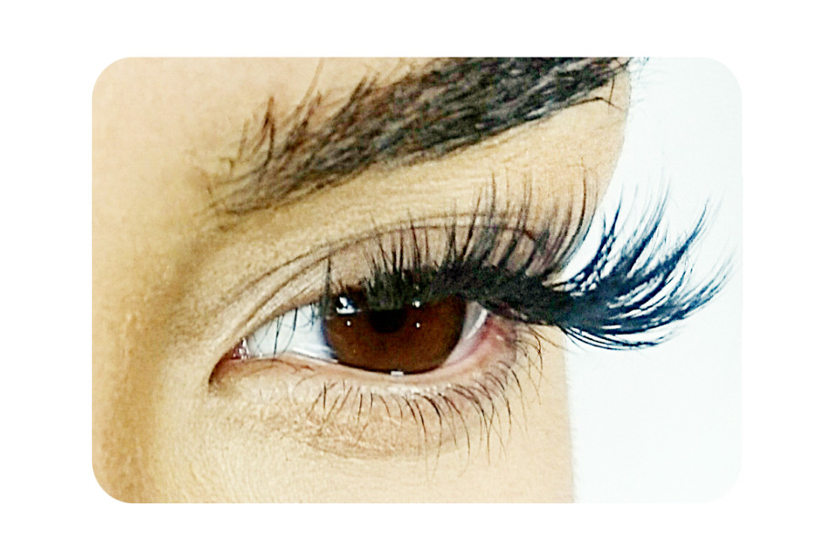 Volume hybrid eyelash extension Lashes London