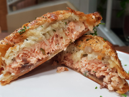 Salmon en croute with a creamy fennel filling