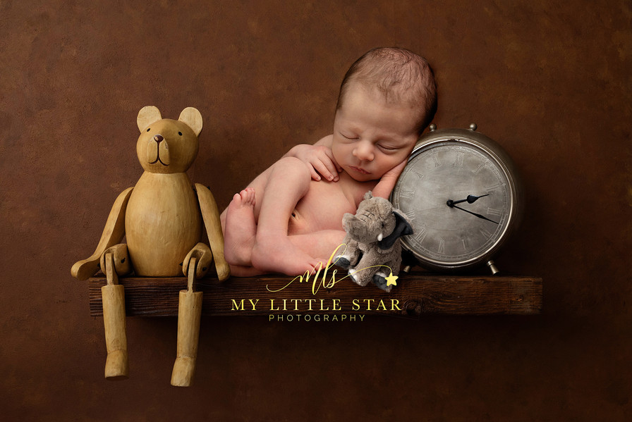 Newborn on a shelf with his time of birth