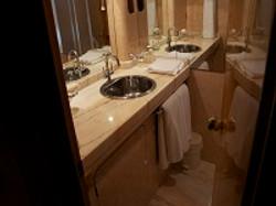 Motoryacht Bad on Suite