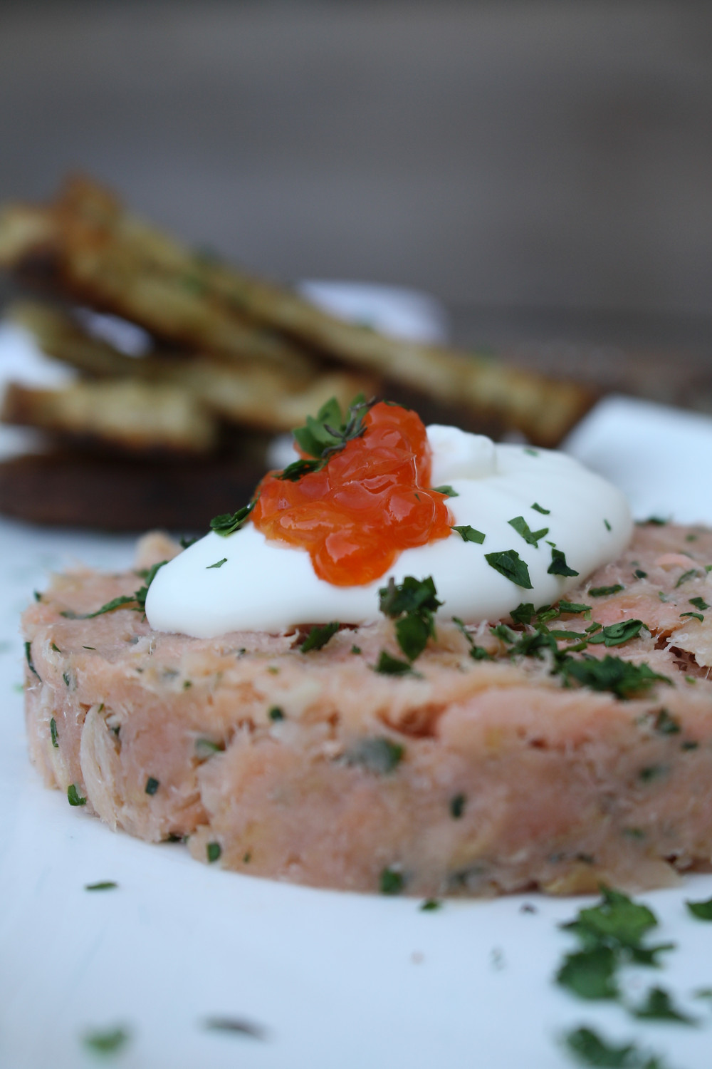 smoked salmon rillette shaved fennel, crème fraîche, seared toast, roe