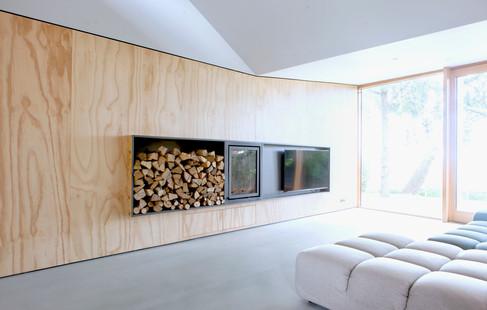 Tv en open haard ingebouwd in underlayment wand,Broek in Waterland (in samenwerking met Thomas meubels).