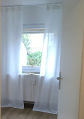 Psychotherapiepraxis_Doris_Langenberger_Blick_zum_Fenster.jpg