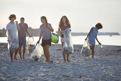 Voluntários, limpeza, praia