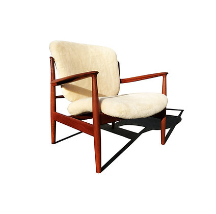 A danish mid-century modern Finn Juhl FD 136 lounge chair.