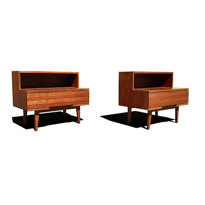 A pair of mid-century modern nightstands / side tables