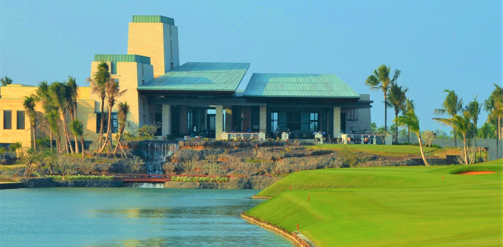 Jian Lake Blue Bay Golf Course     - Hainan China