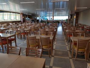 Salão para 140 pessoas.