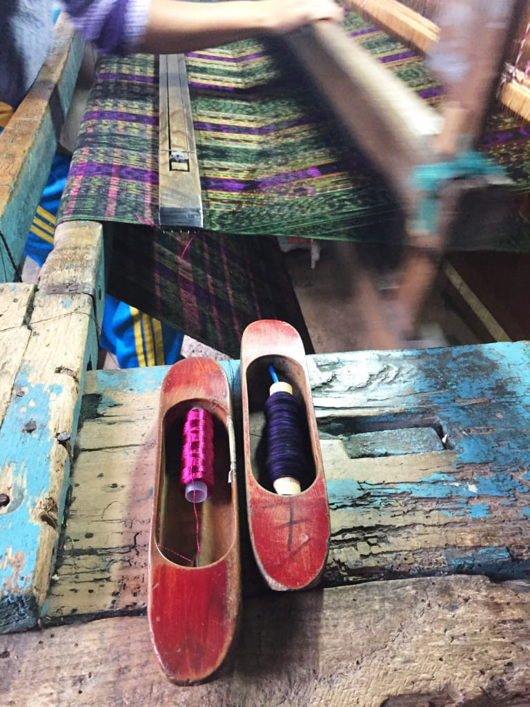 Loom and shuttles