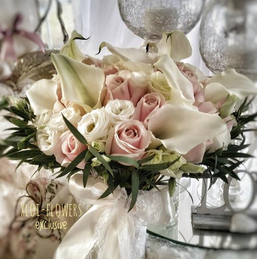καλες με τριανταφυλλα ροζ και λυσιανθους