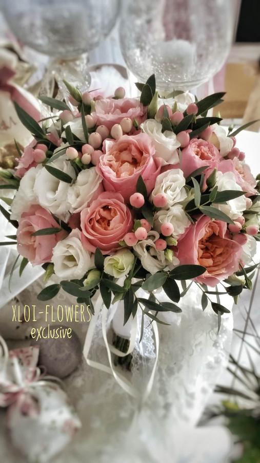 bridal bouquet με David Austin τριαντάφυλλα, ιπέρικουμ και λυσίανθους