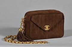 Chanel vintage, sac soir matelassé marron, chaine et pompon doré.