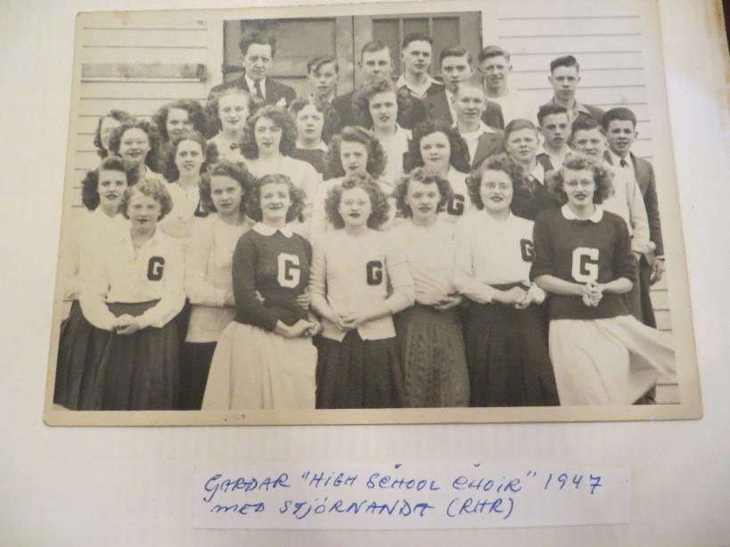 Gardar Grizzlies School