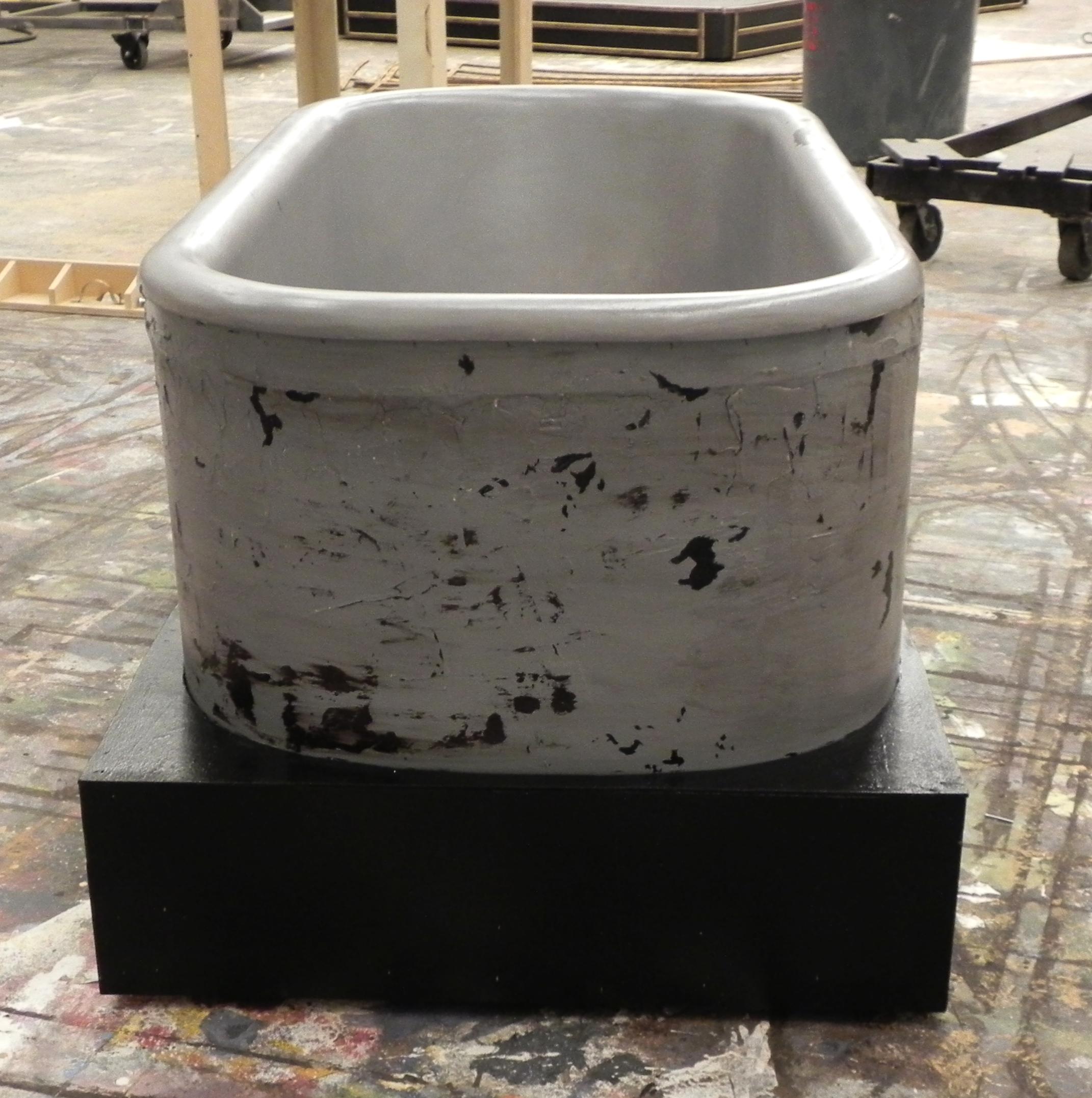 Detail of bathtub/toilet treatment