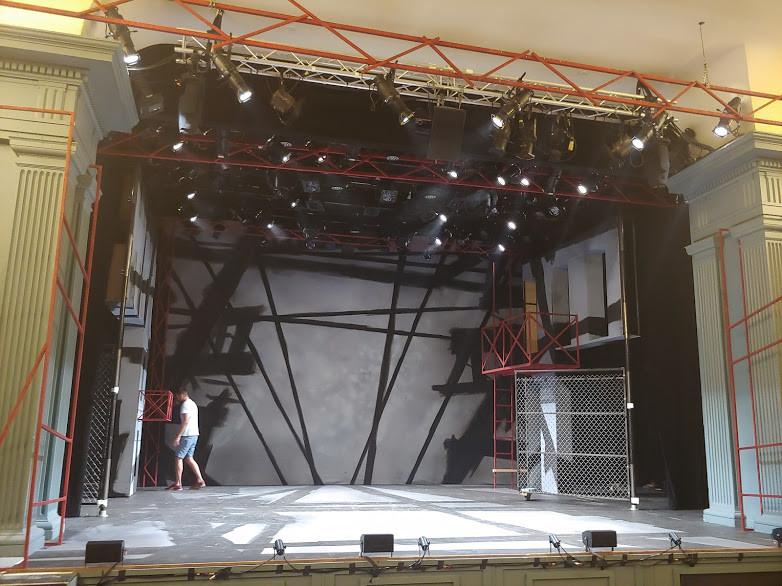 Drop in context onstage