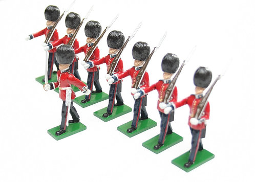 Set 1 - Scots Guards, 1 Officer, 7 marching Guardsmen with shouldered rifle.