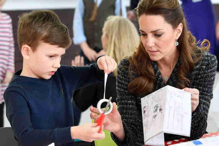 Kate Middleton crafting