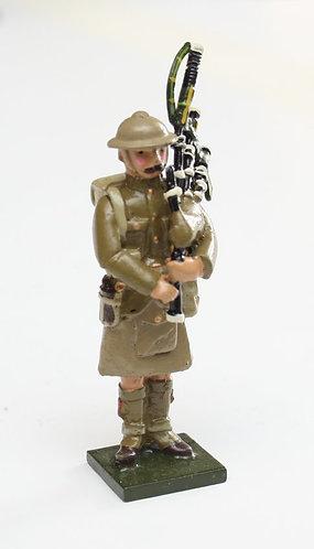 Fig 68, WWI Piper (tin helmet).
