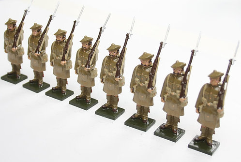 Set 81, WWI Highland Regt., in bonnet, at attention, rifle at slope.